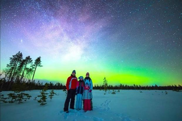 The family see the Northern Lights