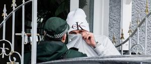 Career crook Dee Coleman loses the rag with our photographer during Thursday's raid on his Lower Shankill home (Thursday 13, February 2020)