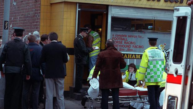 PACEMAKER BELFAST ARCHIVE 92 792/92 05 FEBRUARY 1992 SCENE OF SHOOTING BY TWO GUNMEN AT SEAN GRAHAM BOOKMAKERS ON THE ORMEAU ROAD THAT KILLED FIVE AND INJURED OTHERS SECURITY FORCES AND EMERGANCY SERVICES AT SCENE INJURED BEING REMOVED